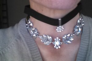 Happiness Boutique: Set Choker Floreale e Nero in Velluto con Pendenti in Argento senza nickel